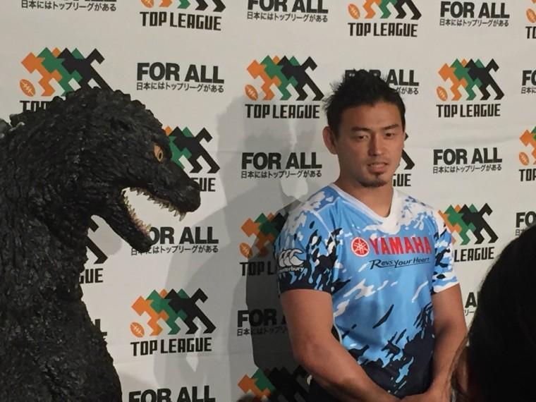 五郎丸選手とゴジラ